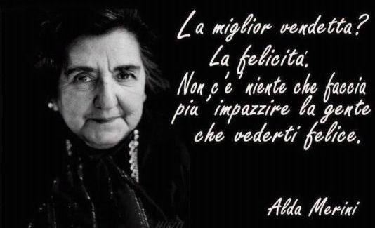 """Alda Merini: """"La pazza della porta accanto"""", poesia, amore e follia"""