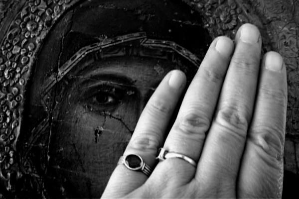 """""""Sono quella che porta i fiori verso la sua tomba"""" di Hala Alabdalla"""