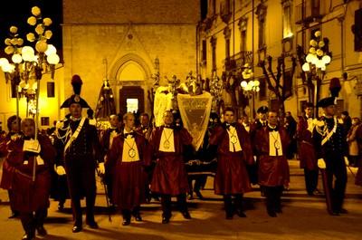 Morte e resurrezione. Il miserere nelle processioni del venerdì santo in Abruzzo