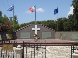 il monumento ai caduti della Divisione Acqui, nei pressi di Argostoli
