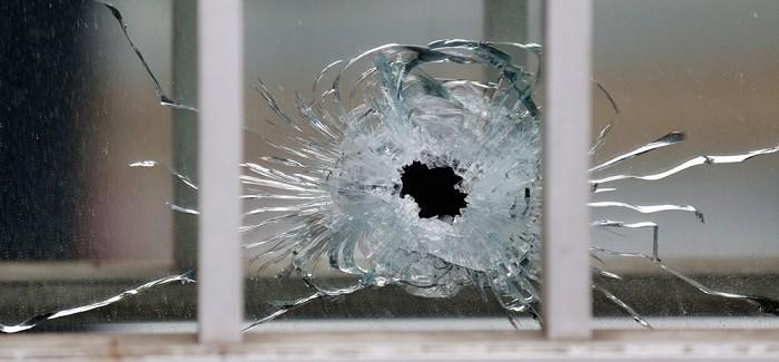 Terrore contro libertà. Uccise 14 persone nell'attentato alla redazione di Charlie Hebdo
