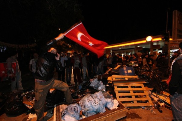 Barricate in una strada di Ankara