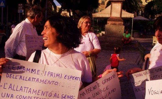 Cagliari scende in piazza in difesa dell'allattamento materno