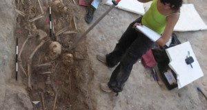 Una delle trincee in corso di scavo