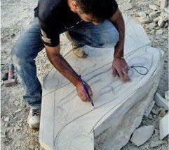 Lo scultore Gabriele Loi