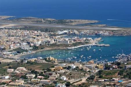 Ogni lampedusano è un'isola. Tutti gli ostacoli che Lampedusa deve affrontare per sopravvivere
