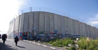 Betlemme, il Muro alto 9 metri