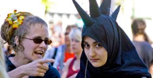 Ragazza tunisina in stile punk