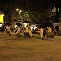 Cagliari: incursione urbana della performance Viaggianti