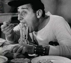 Alberto Sordi mangia