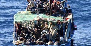Barcone con migranti