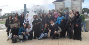 Meriem insieme ai suoi studenti