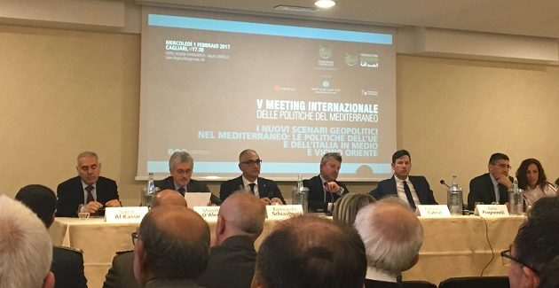 D'Alema a Cagliari: l'ex presidente del Consiglio partecipa al V Meeting internazionale delle politiche del Mediterraneo