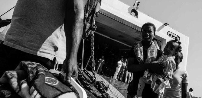 Stato Migrante, personale fotografica di Roberto Pili al Ghetto di Cagliari.