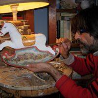 Mostra di cavallini in cartapesta e legno all'Officina Catalano