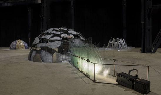 Tra i grandi nomi, quello di Mario Merz, uno degli artisti ospitati presso l'Hangar Bicocca di Milano. Chi è e cosa ha realizzato questo maestro dell'arte contemporanea?