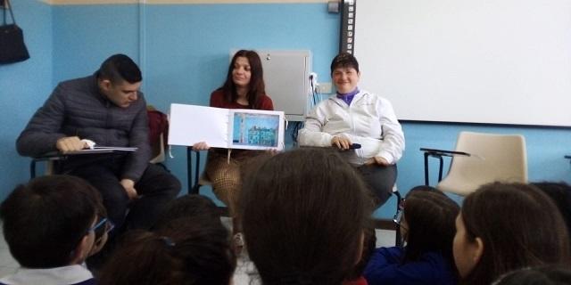 Gli utenti con disabilità della Luna insegnanti per un giorno con il loro Silent Book