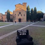 "Le poltrone di Andrea Bianconi invadono Bologna per ""SIT DOWN TO HAVE AN IDEA"""